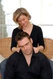 Mujer que da un masaje Fotografía de archivo