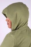 Mujer que desgasta la camisa encapuchada Fotografía de archivo libre de regalías