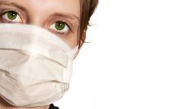 Mujer que desgasta la máscara médica Imagen de archivo libre de regalías