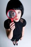 Mujer que desgasta todo negro foto de archivo libre de regalías
