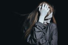 Mujer que despierta en la noche Fotos de archivo