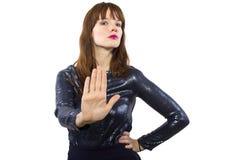 Mujer que dice no con gesto de mano Fotos de archivo