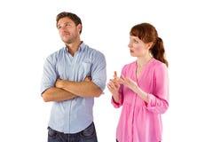 Mujer que discute con el hombre indiferente Fotografía de archivo libre de regalías