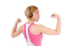 Mujer que dobla los músculos Imagen de archivo libre de regalías
