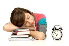 Mujer que duerme en los libros fotografía de archivo libre de regalías