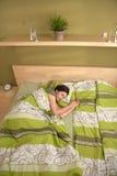 Mujer que duerme solamente por mañana fotografía de archivo libre de regalías