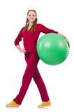 Mujer que ejercita con la bola suiza Fotografía de archivo