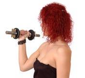 Mujer que ejercita con pesa de gimnasia Fotos de archivo libres de regalías