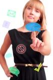 Mujer que empuja en el botón del tacto Foto de archivo libre de regalías