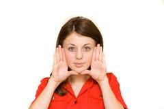 Mujer que enmarca su cara con sus palmas Fotografía de archivo