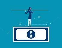 Mujer que equilibra en el billete de banco del dólar Finanzas del negocio del concepto Fotografía de archivo libre de regalías