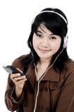 Mujer que escucha la música triste con el teléfono Fotos de archivo