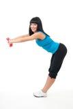 Mujer que estira con pesas de gimnasia Imágenes de archivo libres de regalías