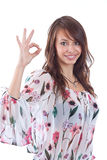 Mujer que gesticula una muestra aceptable Foto de archivo