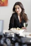 Mujer que goza de un vidrio de vino Fotografía de archivo libre de regalías