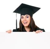 Mujer que gradúa con el letrero Fotografía de archivo