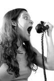 Mujer que grita en el teléfono Imagenes de archivo