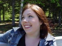 Mujer que habla con alguien Imagen de archivo