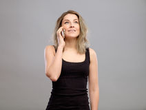 Mujer que habla el teléfono móvil Fotos de archivo libres de regalías