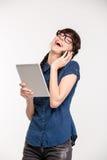 Mujer que habla en el teléfono y la risa Foto de archivo libre de regalías