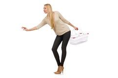 Mujer que hace compras en el supermercado aislado imagenes de archivo