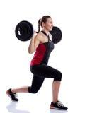 Mujer que hace ejercicio con un peso foto de archivo libre de regalías