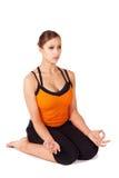 Mujer que hace ejercicio prenatal de la yoga Fotografía de archivo libre de regalías