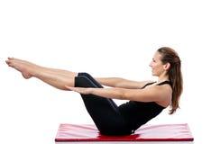 Mujer que hace el entrenamiento de Pilates Imágenes de archivo libres de regalías