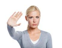 Mujer que hace gesto de la parada fotos de archivo libres de regalías