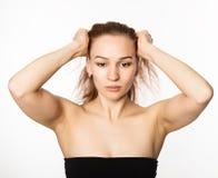 Mujer que hace la aptitud de la cara, chang de envejecimiento en los músculos de la cara Belleza y concepto de la salud Foto de archivo