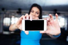 Mujer que hace la foto del selfie en smartphone Imagen de archivo