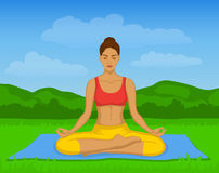 Mujer que hace la meditación de la yoga en Lotus Pose Outside Vector Illustration Imágenes de archivo libres de regalías