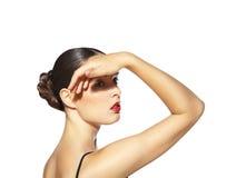 Mujer que hace la sombra por su mano en la cara aislada Imágenes de archivo libres de regalías