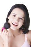 Mujer que hace maquillaje en cara. Fotografía de archivo libre de regalías