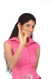 Mujer que hace un gesto excelente Fotografía de archivo libre de regalías