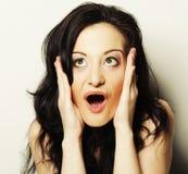 Mujer que hace una cara divertida Imagenes de archivo