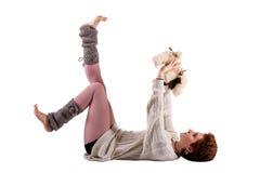 Mujer que juega con un juguete suave Foto de archivo libre de regalías