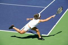 Mujer que juega a tenis Imagenes de archivo