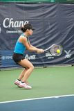 Mujer que juega a tenis. Imagenes de archivo
