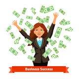 Mujer que lanza el dinero verde del efectivo del dólar en el aire libre illustration