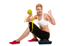 Mujer que levanta sus brazos El adelgazar de dieta acertado Imágenes de archivo libres de regalías