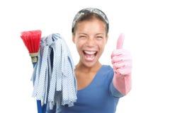 Mujer que limpia la casa imágenes de archivo libres de regalías
