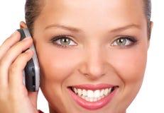 Mujer que llama por el teléfono Imagenes de archivo