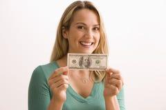 Mujer que lleva a cabo 100 dólares Bill Fotografía de archivo