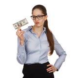 Mujer que lleva a cabo cientos billetes de dólar disparagingly Fotos de archivo