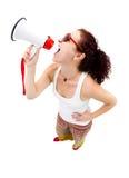 Mujer que lleva a cabo el megáfono y la griterío Foto de archivo libre de regalías