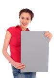 Mujer que lleva a cabo la muestra en blanco Imagenes de archivo