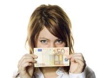 Mujer que lleva a cabo la nota del euro 50 Imagen de archivo libre de regalías
