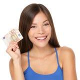 Mujer que lleva a cabo la nota euro del dinero Fotografía de archivo libre de regalías