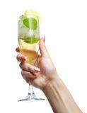 Mujer que lleva a cabo un champán de cristal Foto de archivo libre de regalías